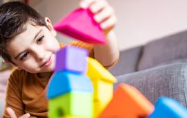 Brincadeiras para trabalhar as habilidades motoras das crianças em casa